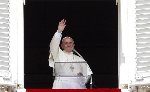 """Papa Francesco: """"Prima i poveri, la logica di Dio è la condivisione"""""""