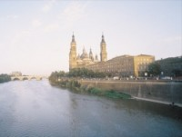 Basílica del Pilar, a orillas del Ebro