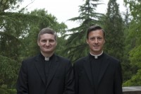 Nova duhovnika Jurij Garaikoečea in Andrej Rant.