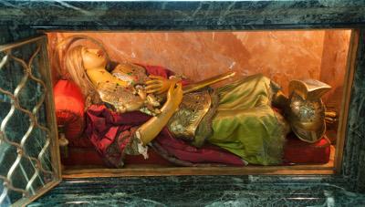Die Figur eines römischen Soldaten enthält einige Reliquien des hl. Severin.