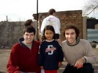 Nacho y Santiago con una alumna
