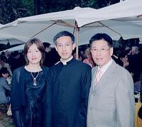Shohei junto a su padre y su hermana.