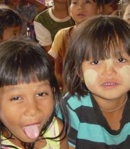 Outre la construction de l'école, nous avons organisé beaucoup de jeux avec les enfants du village