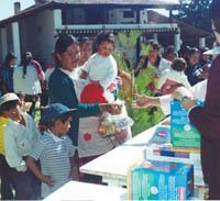 La dotación mensual de alimentos se recoge mediante la presentación de una tarjeta.