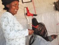 Anastacia Wanjiru Mungai, peluquera.
