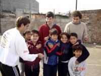Oscar, Nacho y Santiago juegan con algunos después de estudiar