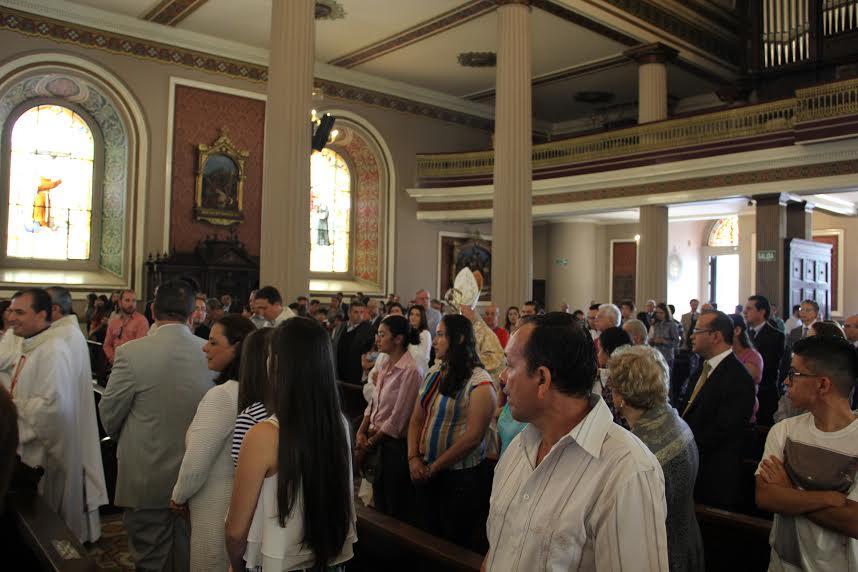 Concelebración eucarística con motivo de la festividad de San Josemaría en San José, Costa Rica.