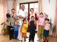 Rodzina Wardaków z Mariuszem Pudzianowskim, w telewizyjnym programie 'Kangur'