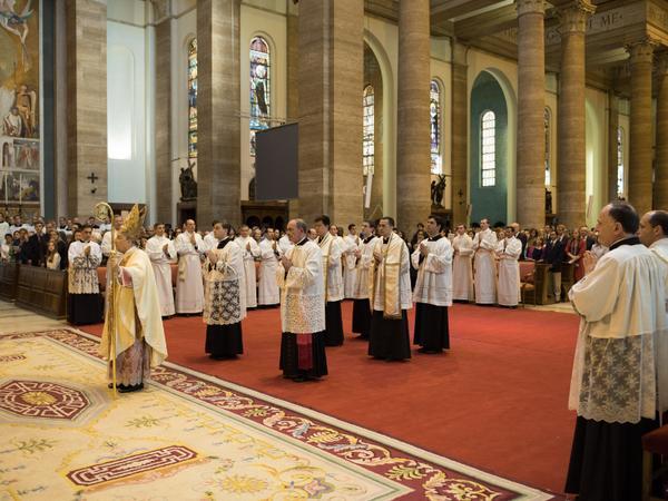 Fotos de la ordenación de 32 fieles del Opus Dei (9 mayo 2015)
