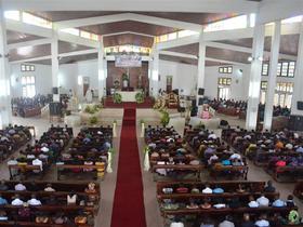 Des photos des messes en l'honneur de Saint Josémaria