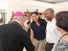 Visita del Prelado al Centro Social Vega Baja