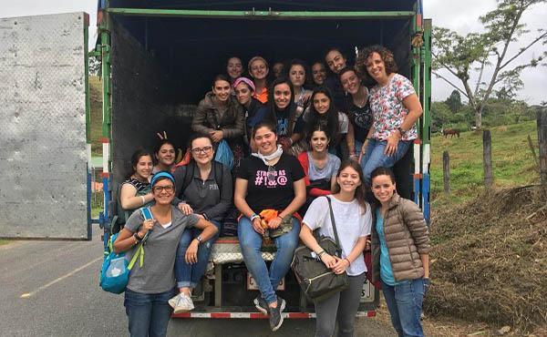 ¡Solidaridad y hospitalidad en un pueblo llamado san Rafael en Turrialba, Costa Rica!