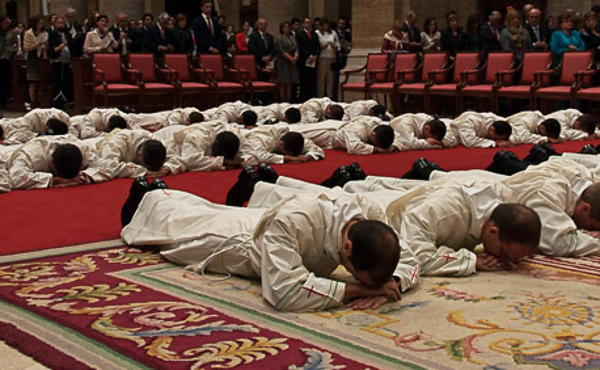 Opus Dei - Рукоположення 31 священика у прямому ефірі