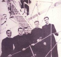 Prvních 5 kněží, kteří přijeli do oblasti Yauyos. Snímek z roku 1957.