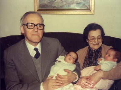 Falleció en Pamplona en el año 2000, acompañada del cariño de sus hijos y nietos.