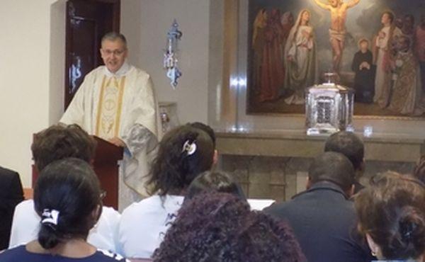 Le Vicaire Régional de l'Opus Dei bénit l'oratoire du Centre Hospitalier Monkole