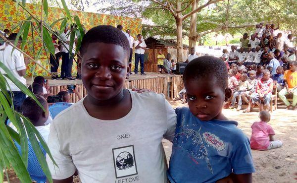 Partager la joie de Noël avec les orphelins