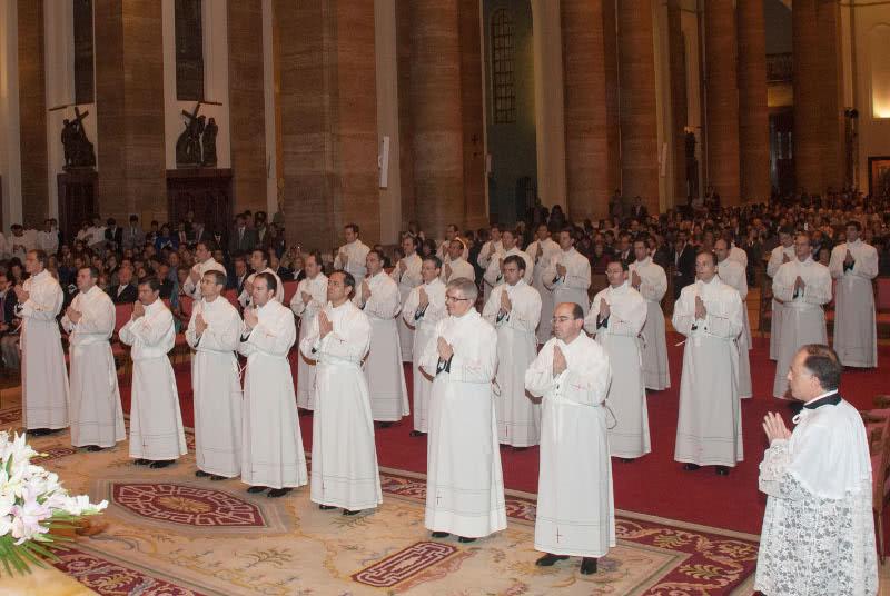 助祭叙階式の写真集(2013年)