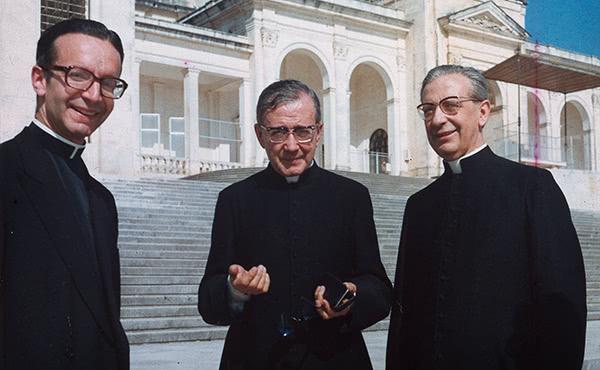 Opus Dei - Sacerdote, sólo sacerdote