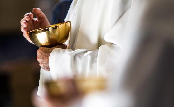 9 maj: Livesändning av prästvigning