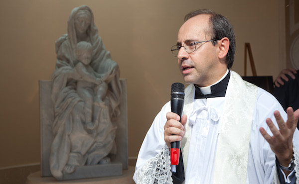 """Opus Dei - Don Matteo Fabbri a Radio in Blu: """"L'Opus Dei è aperta a tutti"""""""