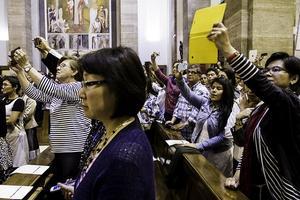 La oración colecta de la misa del beato Álvaro, en diversos idiomas