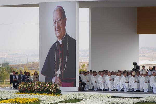 Opus Dei - البابا فرنسيس للمطران اتشيفاريا: أرغب بالإتحاد بفرحكم لتطويب ألفارو