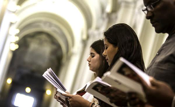 Opus Dei - A oração coleta em várias línguas