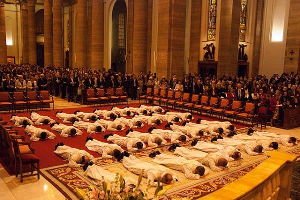 Opus Dei -  Рукоположение в прямом эфире