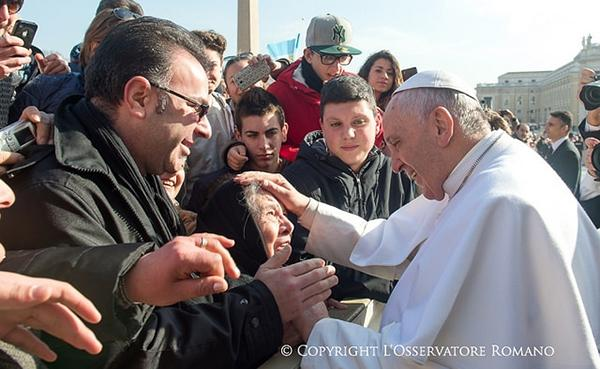Um desejo do Papa: 24 horas para combater a indiferença