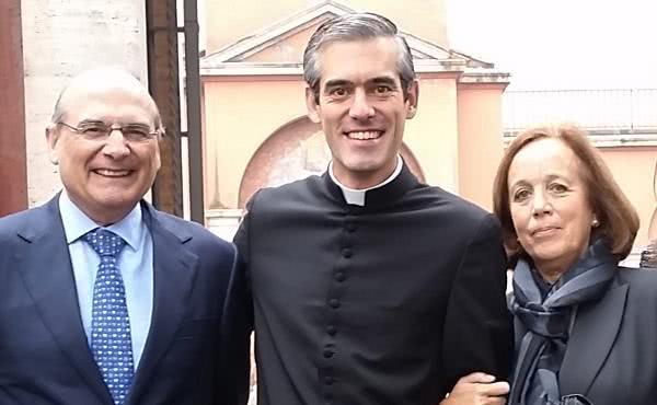 «Hijo mío sacerdote, cuida tus manos…»