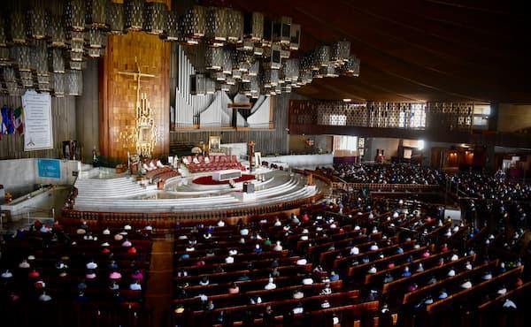 Opus Dei - «¿Santo, yo?»: Misa en la Basílica de Guadalupe
