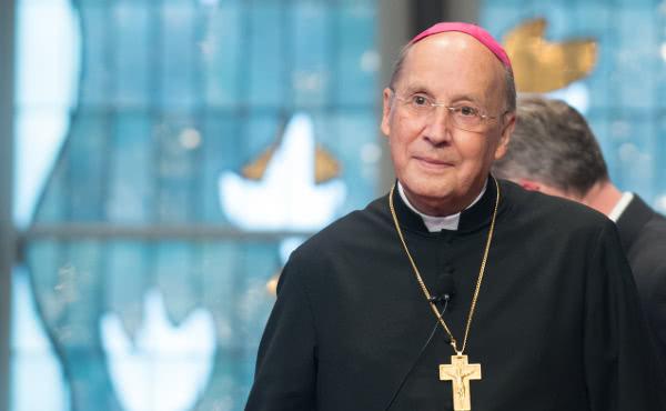 Opus Dei - Bisschop Javier Echevarría herstellende van operatie