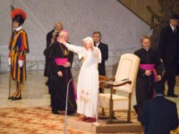 El Papa pide a los jóvenes que comuniquen la felicidad del encuentro con Jesús