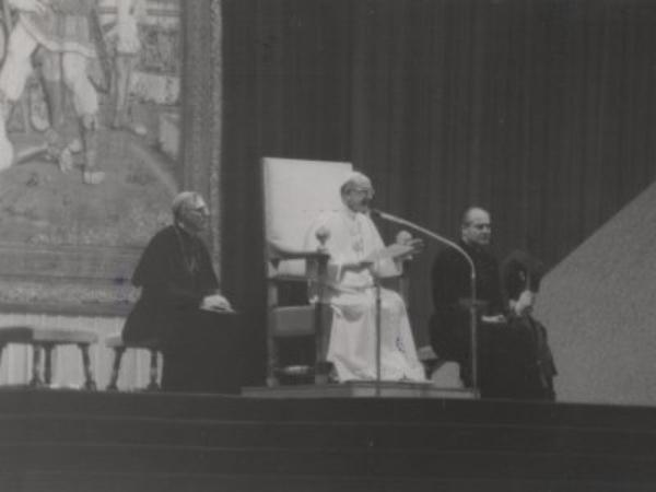 Pavene og UNIV