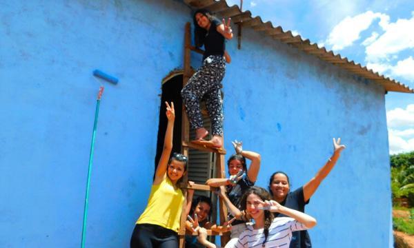 Opus Dei - Aventura solidária: pintando casas, colorindo vidas