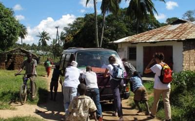 En Kilifi hicimos de todo, hasta empujar coches.