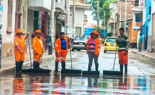 """Opus Dei - Las inundaciones de """"El Niño"""" activan a los universitarios de Piura"""
