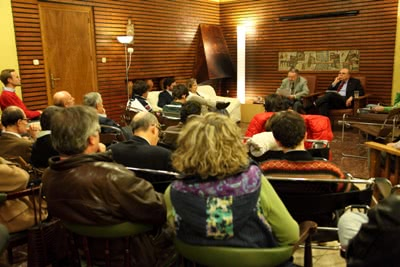 La Conferencia de las Artes 'San Josemaría Escrivá' es un encuentro anual organizado por la Fundación Moncloa 2000 para que artistas reconocidos por la calidad y el sentido cristiano de su obra desentrañen las claves de sus propias creaciones.