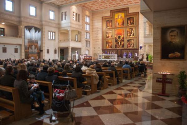 """Mons. Javier Echevarría: """"Os invito a rezar por el Papa Francisco"""""""