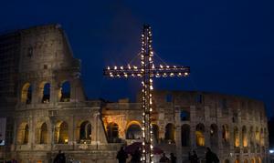 درب الصليب ليست عبادة حزينة