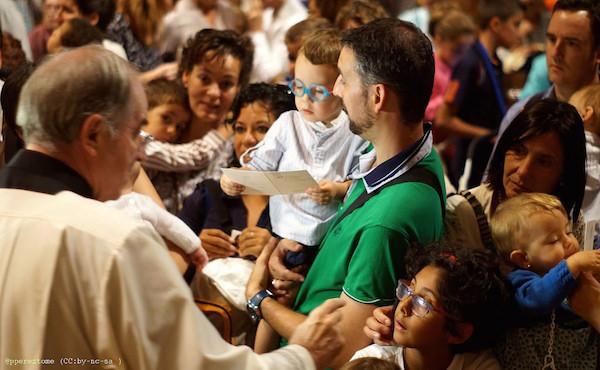 Opus Dei - Migliaia di persone pregano per i profughi e per il Sinodo della Famiglia