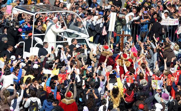 """""""¡Se ve, se siente, el Papa está presente!"""""""