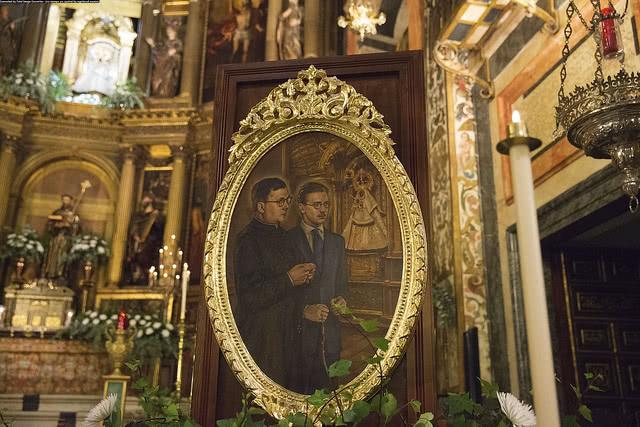 Opus Dei - Il Prelato benedice una tela di san Josemaría in Santa Maria di Guadalupe