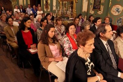 Ante los hijos, nietos y amigos de Laura Busca, el arzobispo insistió, con palabras del Papa Francisco, en la necesidad de ejemplos de santidad en la vida matrimonial. Foto: Manuel Castells.