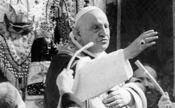 Giovanni XXIII durante la sua visita al santuario di Loreto
