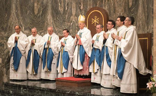 Opus Dei - 11. オプス・デイの属人区長は誰の下に置かれるのですか。また、誰が任命するのですか。