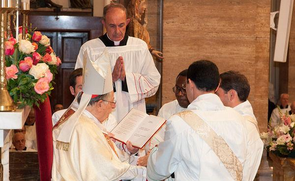 Opus Dei - 16. オプス・デイと教区との関係はどのようなものですか。また、修道会や他の団体とも協力して活動することもあるのでしょうか。