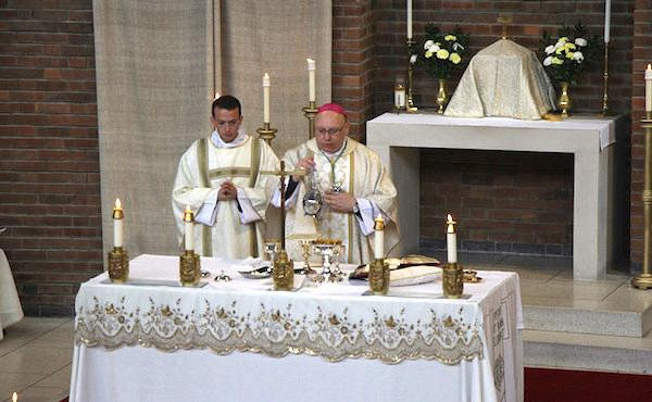 Bishop John Wilson celebrates Mass on the feast of St Josemaría in London