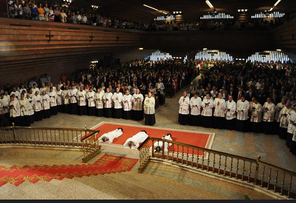 Opus Dei - Święcenia w Torreciudad
